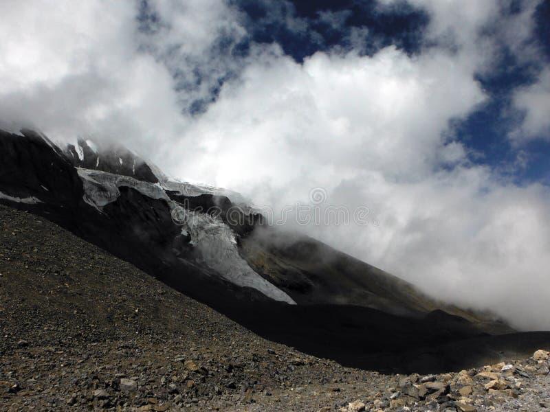 Monsun Chmurnieje blisko Himalajskiego lodowa fotografia stock