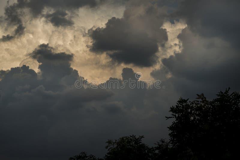Monsun chmurnieje na Ho Chi Minh mieście, Wietnam fotografia stock