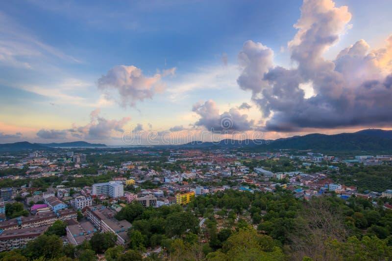Monsun chmurnieje nad Phuket miasteczkiem po zmierzchu obraz royalty free