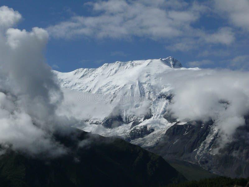 Monsun Chmurnieje przed Śnieżny IV Annapurna Himalajskim szczytem zdjęcie royalty free