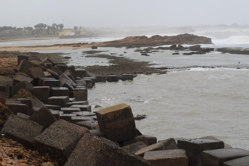Monsun på stranden arkivbild