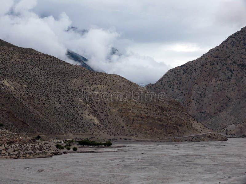 Monsun w Suchych Annapurna himalajach zdjęcie stock