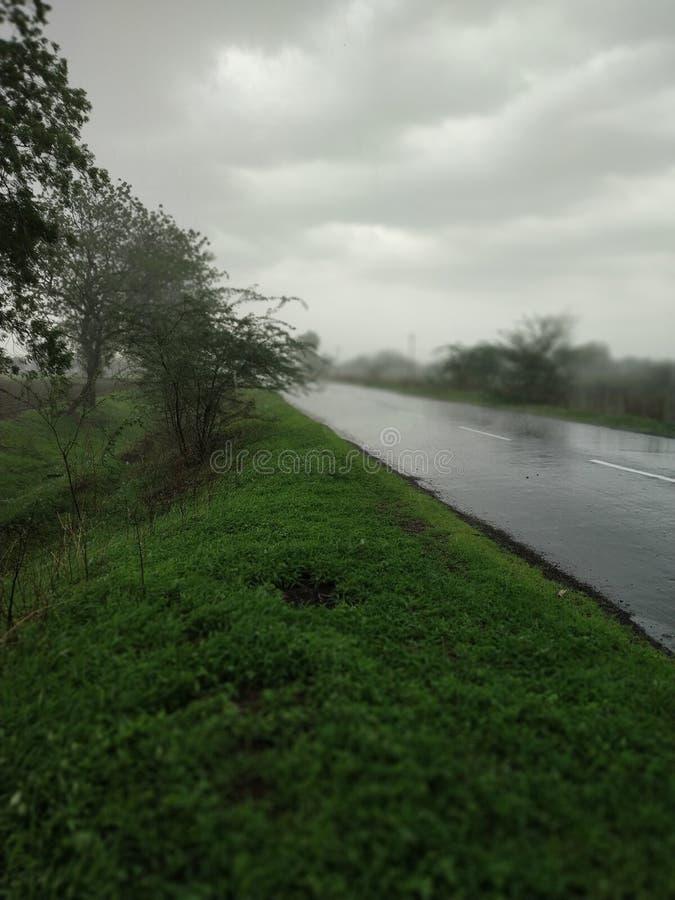 Monsunvägsikt royaltyfria bilder
