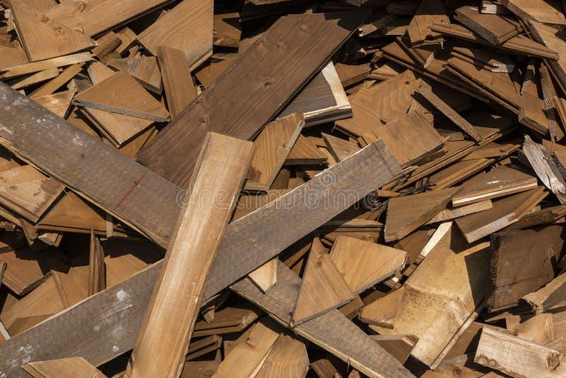 Montão da madeira de construção velha, pilha de placas de madeira velhas fotografia de stock royalty free