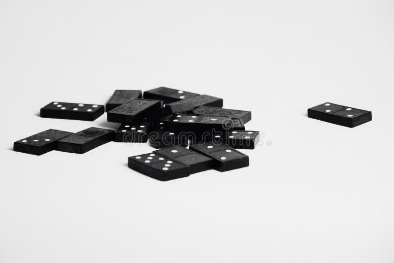 Montão do dominó - dominós caídos foto de stock