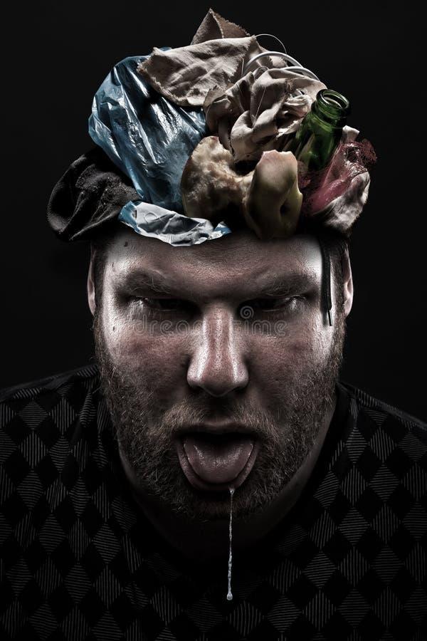 Montão do lixo dentro da cabeça parva do homem ilustração royalty free