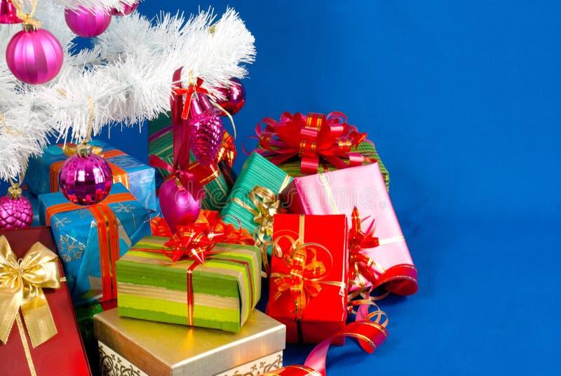 Montão dos presentes de Natal imagem de stock royalty free