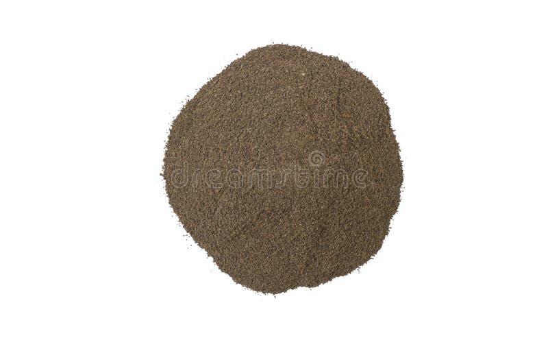 Montão moído ou à terra da pimenta preta isolado no fundo branco Vista superior fotografia de stock