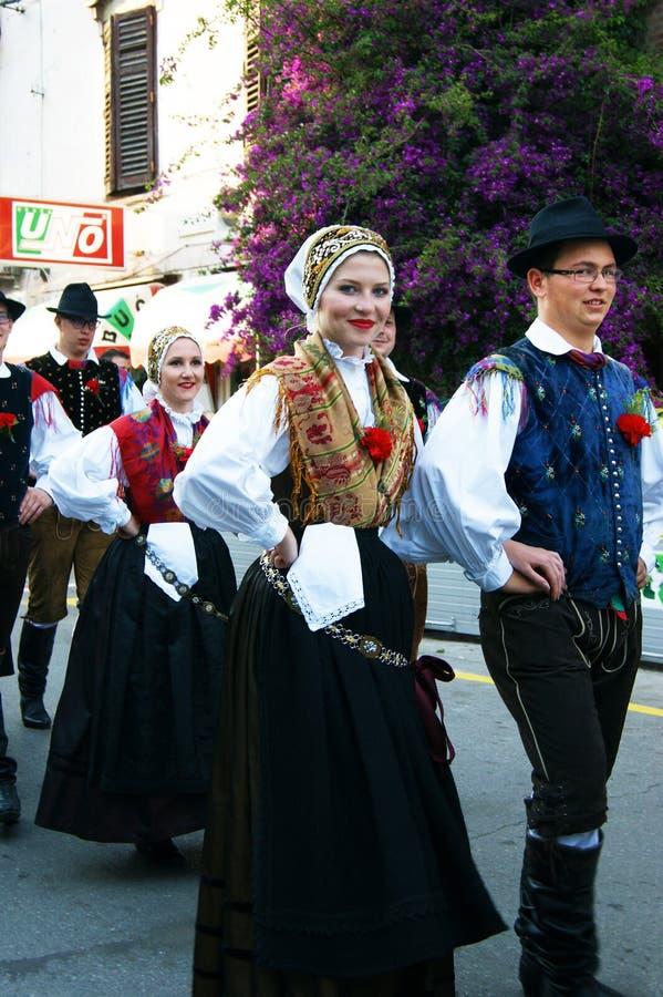 Monténégro, Herceg nov. - 28/05/2016 : Membres d'ensemble Iskraemeco de folklore de ville de Kranj, Slovénie photo libre de droits