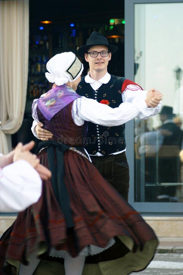 Monténégro, Herceg Novi - 28/05/2016 : Dansez le groupe folklorique Iskraemeco de Kranj, Slovénie photographie stock