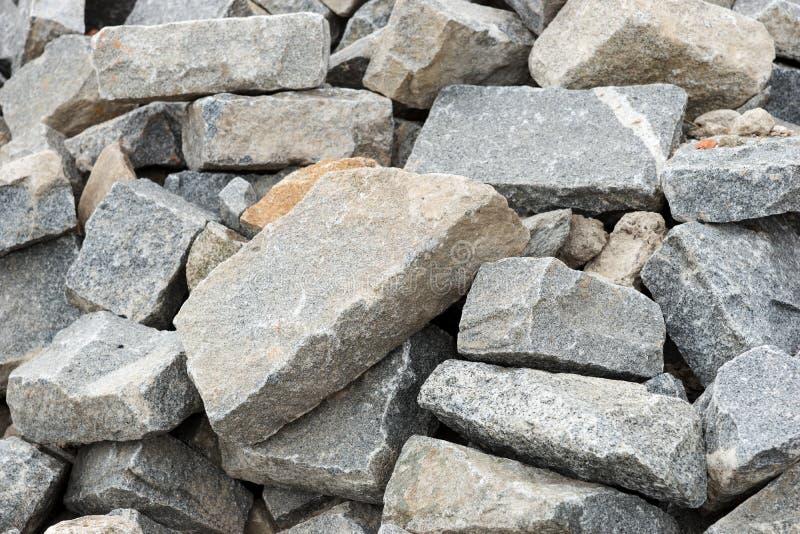 Montón con las piedras grandes imagenes de archivo