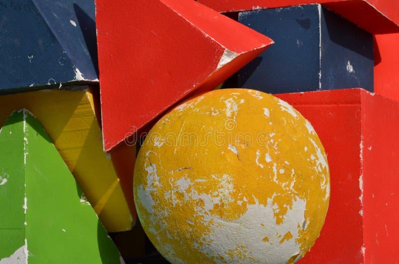 Montón de estatuillas coloridas tridimensionales foto de archivo