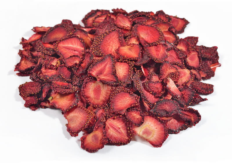Montón de fresas secadas en un blanco imagen de archivo libre de regalías