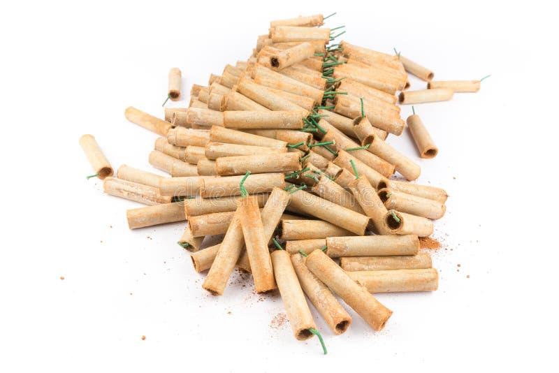 Montón de las galletas del fuego artificial aisladas en el fondo blanco fotografía de archivo libre de regalías