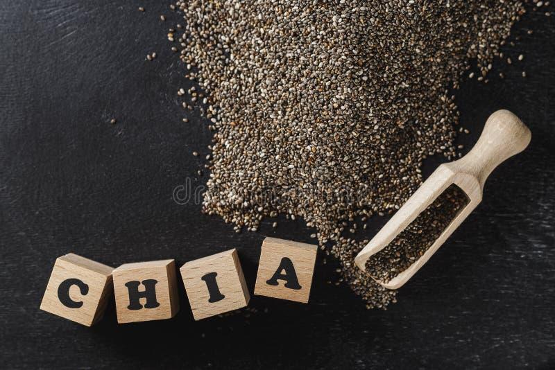 Montón de las semillas del chia sobre fondo oscuro fotos de archivo libres de regalías
