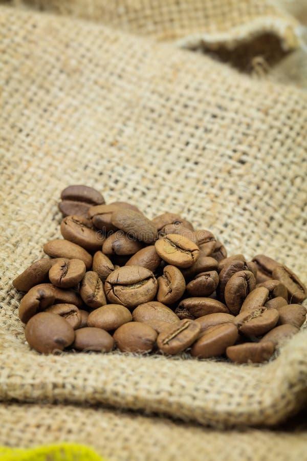 Montón de los granos de café fotos de archivo libres de regalías