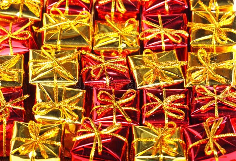 Montón de los rectángulos de regalo imagenes de archivo