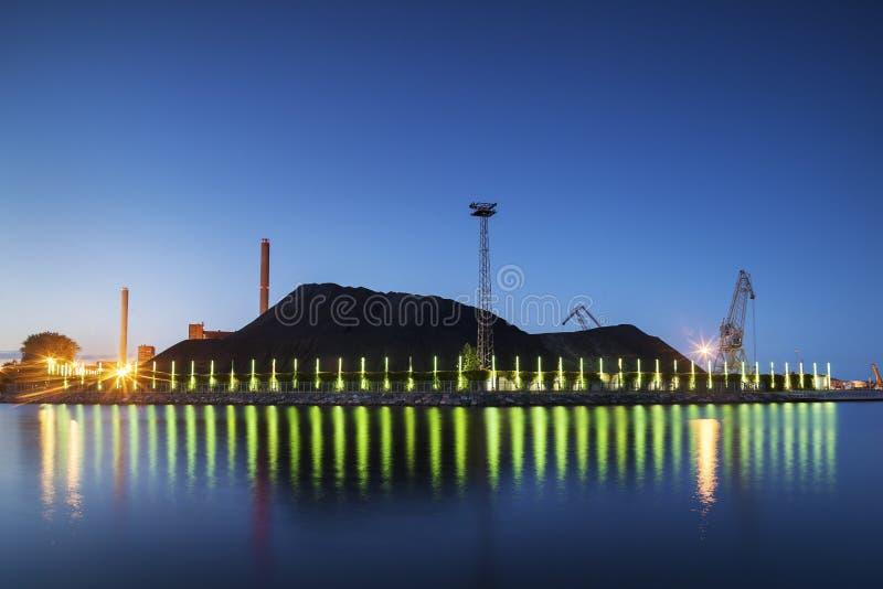 Montón del carbón, central eléctrica, Helsinki imagen de archivo