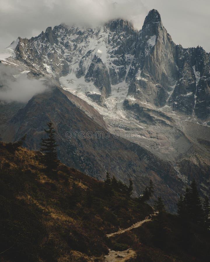 Mont Blanc in autunno triste immagine stock libera da diritti