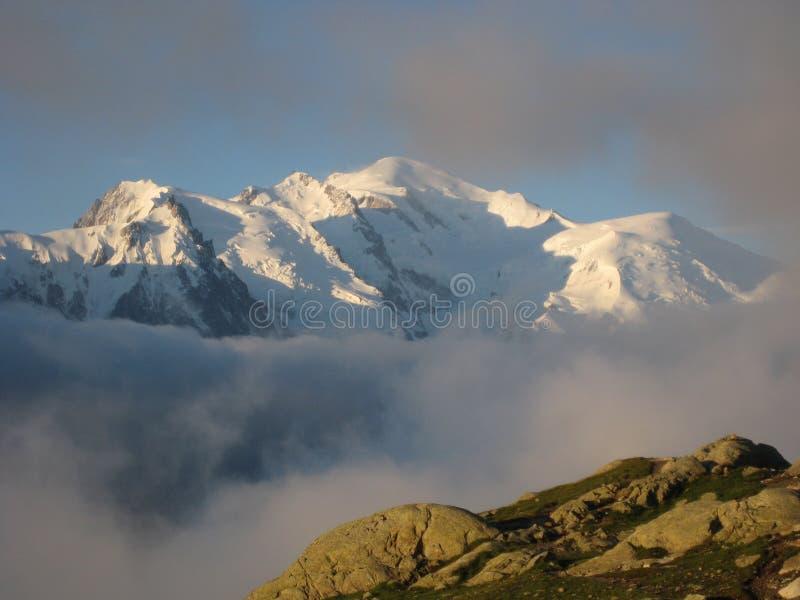 Mont Blanc dans le coucher du soleil image libre de droits