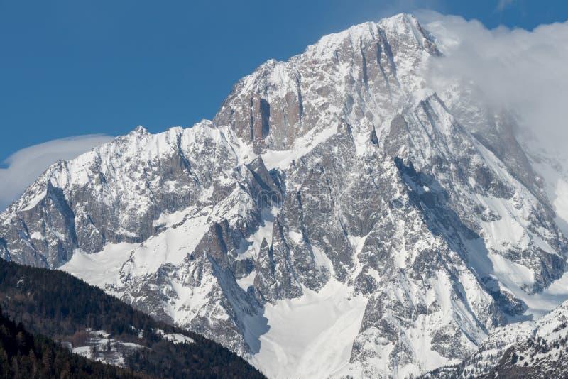 Mont Blanc de Courmayeur Massiv sydostlig framsida av mountaien fotografering för bildbyråer