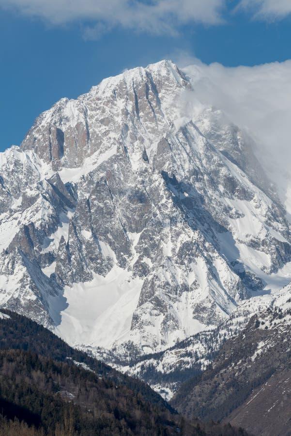 Mont Blanc de Courmayeur Massiv sydostlig framsida av mountaien royaltyfria foton