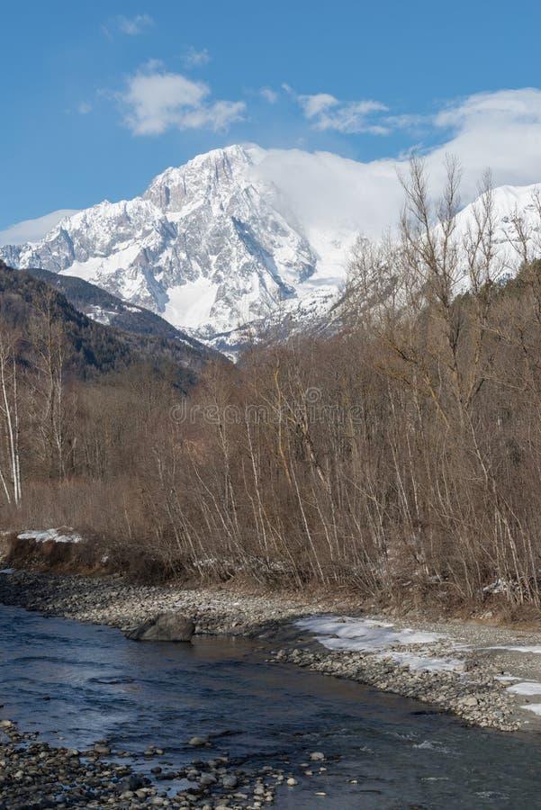 Mont Blanc De Courmayeur Masywna południowo-wschodni twarz góra zdjęcia stock