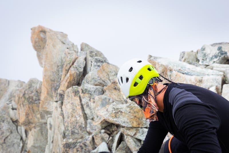 Mont Blanc för bergsbestigareklättringglaciär berg, Frankrike fjällängar royaltyfri fotografi