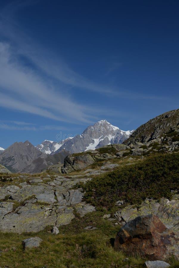 Mont Blanc font une pointe Paysage alpin d'Ialian image stock