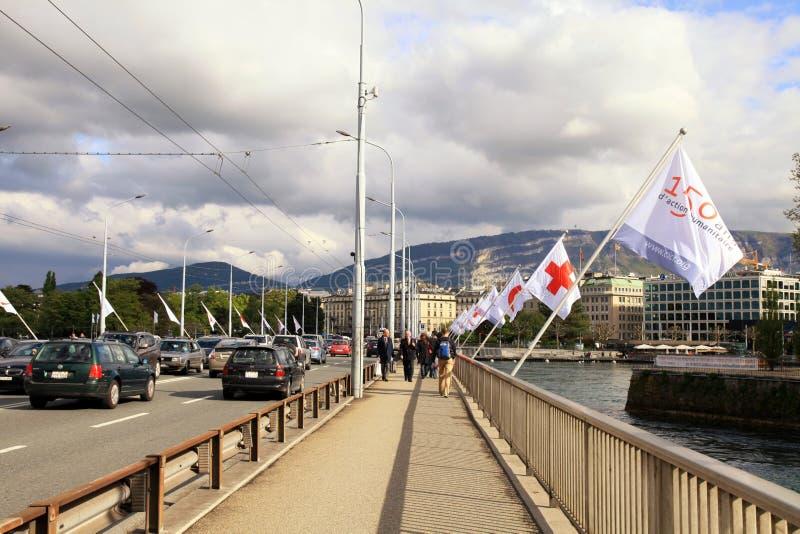 Mont Blanc tiende un puente sobre, Ginebra, Suiza. imágenes de archivo libres de regalías