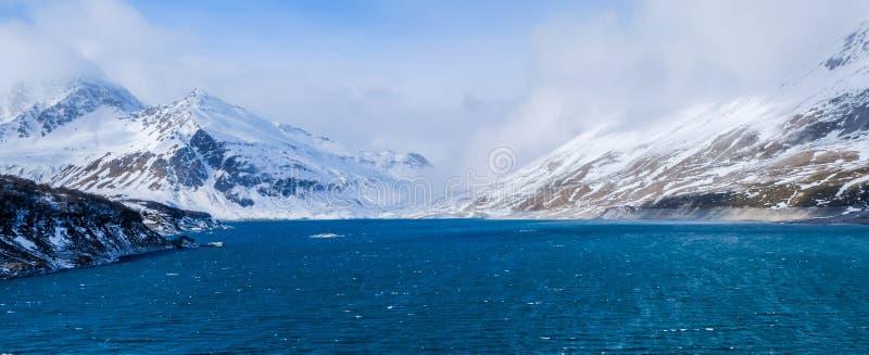 Mont-Cenis или озеро Moncenisio в зиме, взгляде панорамы стоковые изображения