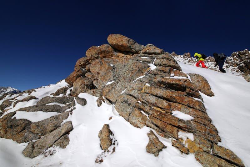 Mont?e de la grande cr?te d'Almaty photos stock