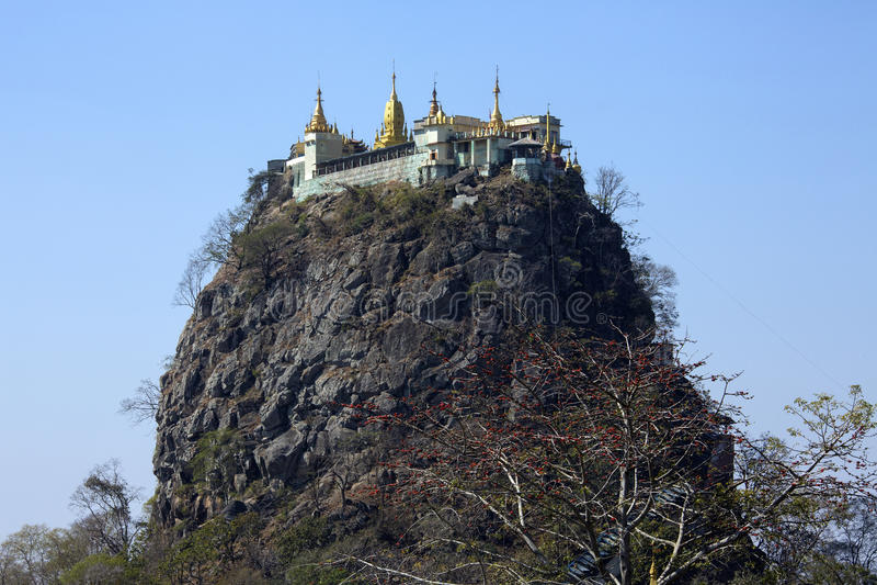 Mont Popa - Myanmar (Birma) stock foto's