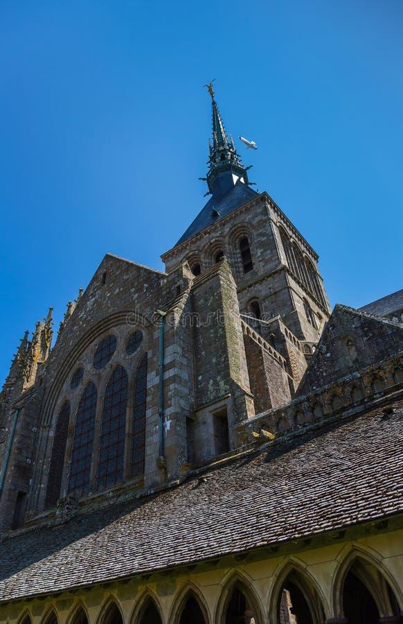 Mont Saint Michel Abbey, Notre-Dame-sous-Terre di Chapelle, Bretagna, Francia fotografia stock libera da diritti