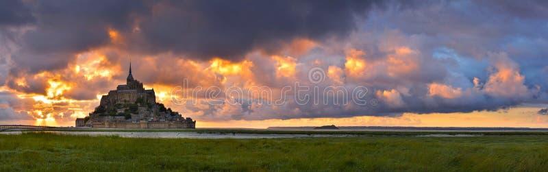 Mont Saint Michel au coucher du soleil, Normandie, France image stock