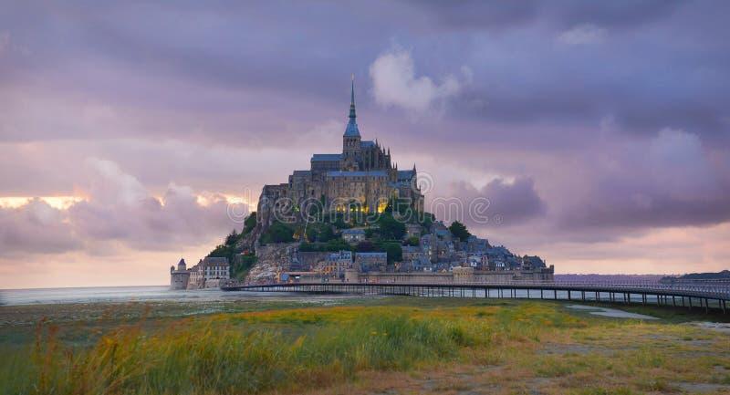 Mont Saint Michel au coucher du soleil, Normandie, France photos stock