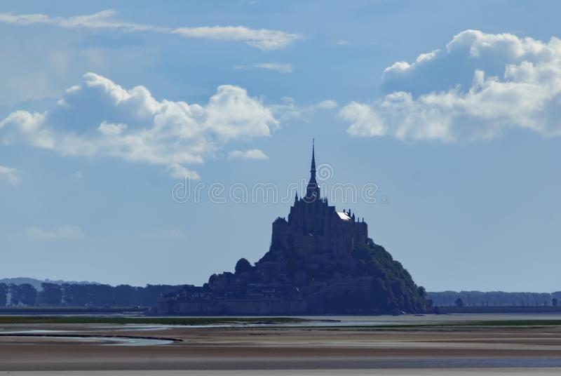 Mont Saint Michel de l'eau france images stock