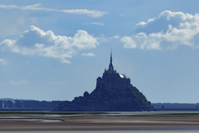 Mont Saint Michel del agua francia imagenes de archivo