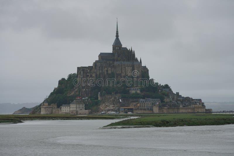 Mont saint michel w deszczowym dniu zdjęcie stock