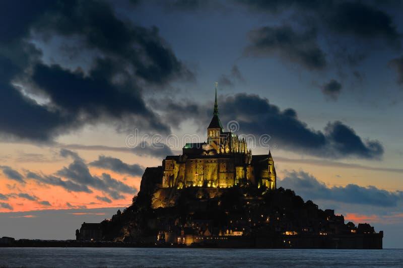Mont Str. Michel nachts stockbilder