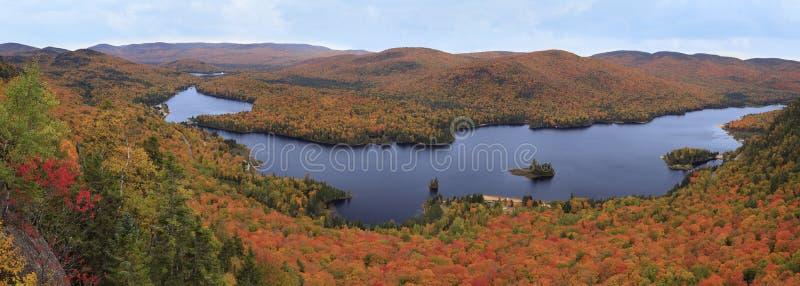 Mont Tremblant National Park mit Herbstfarben lizenzfreie stockbilder