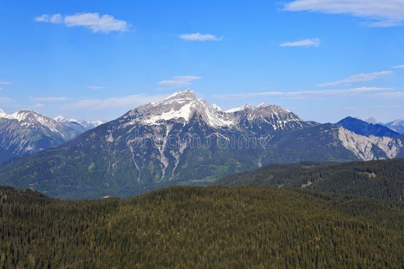 Montaña alpina de las montañas fotos de archivo libres de regalías