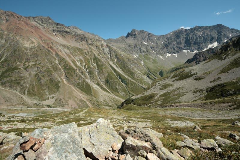 Montaña alpina en Francia foto de archivo