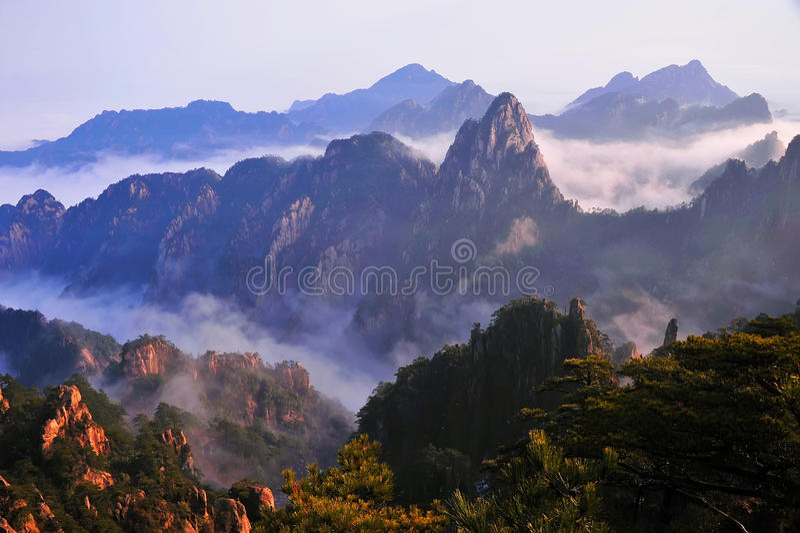 Montaña (amarilla) de Huangshan imagen de archivo