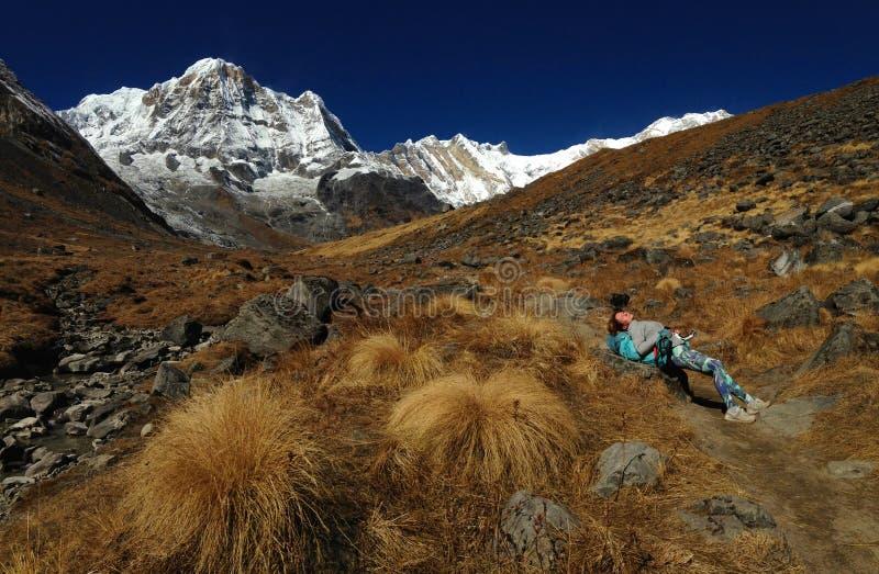 Montaña Annapurna y campo bajo de Annapurna imagen de archivo libre de regalías