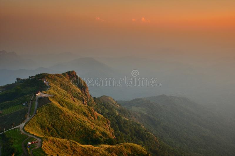 Montaña antes de la puesta del sol fotos de archivo libres de regalías