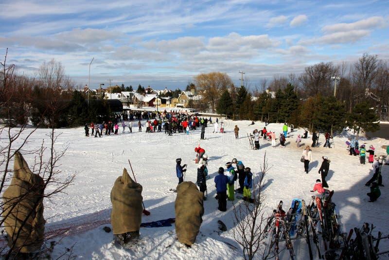 Montaña azul de esquí imagen de archivo libre de regalías
