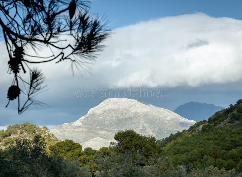 Montaña blanca en España, Montes de Málaga fotografía de archivo
