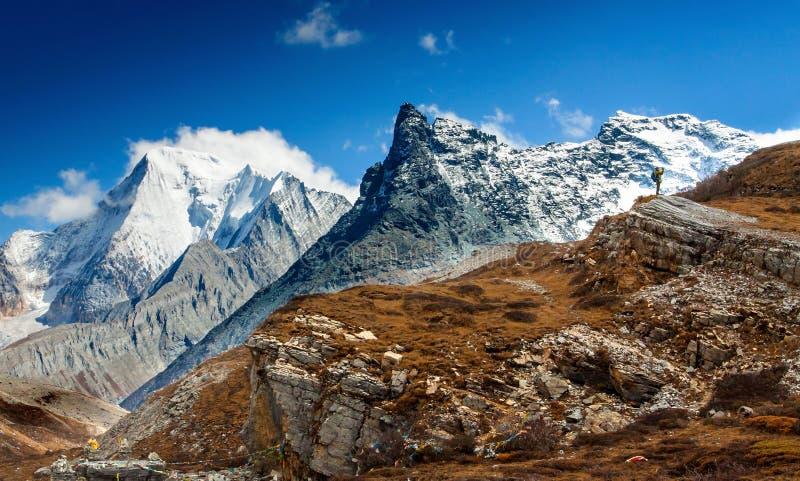 Montaña cero de la nieve del tiroteo de la distancia imagen de archivo libre de regalías