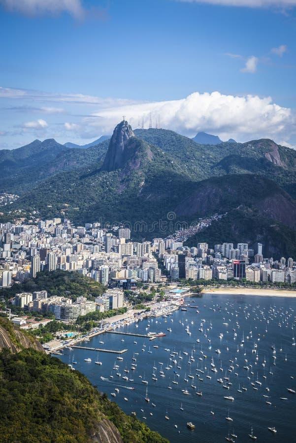 Montaña de Corcovado y bahía de Botofago, Rio de Janeiro, el Brasil fotografía de archivo